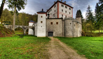 Lož Castle