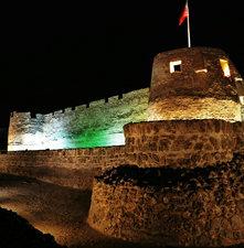 لقطة ليلية لقلعة عراد الاثرية بمنطقة المحرق .