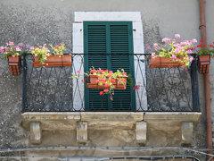balcone nella corte del castello di Oricola