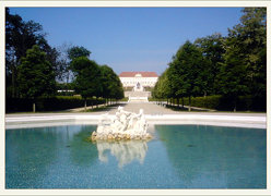 Schlosshof vom marchtor aus 2011-05