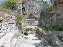 قلعة الكهف