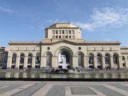 Nacia Galerio de Armenio