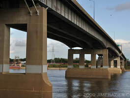 Poplar Street Bridge