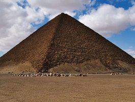 Розовая пирамида
