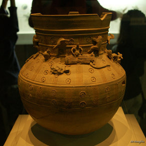 Long-Necked Jar with Figurines (토우장식항아리)
