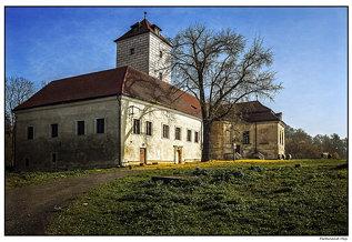 Lobkovice_castle_Autumn at the Elbe_Czechia