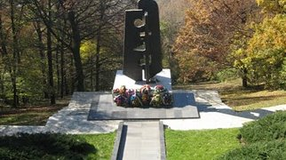 Monument to the Soviet war veterans>