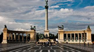 ميدان الأبطال (بودابست)>