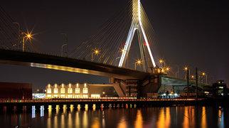 Aomori Bay Bridge>