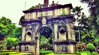 Arch of the Centuries>