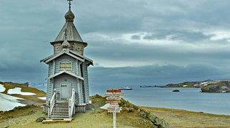 Bellingshausen Island>