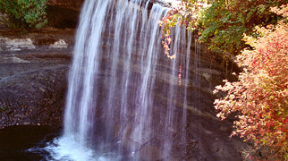 Bridal Veil Falls (Manitoulin Island)>