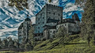 Burg Clam>