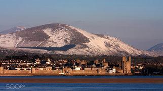 Caernarfon town walls>
