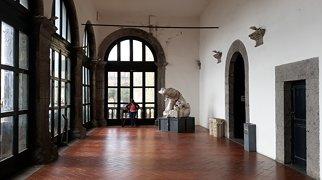 Castel Nuovo>