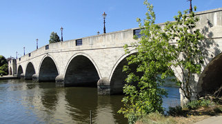 Chertsey Bridge>