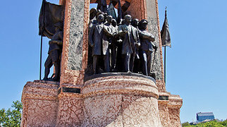 Cumhuriyet Anıtı>