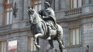 Equestrian statue of Charles IV>