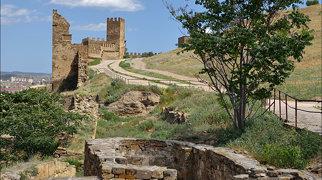 Генуэзская крепость>