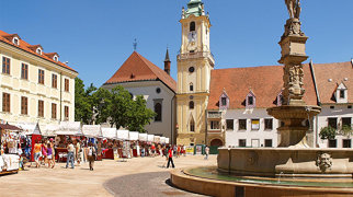 Hlavné námestie (Bratislava)>