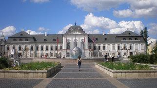 Hodžovo náměstí (Bratislava)>