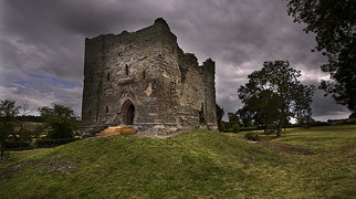 Hopton Castle (structure)>