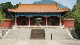Imperial Tombs of the Ming and Qing Dynasties>