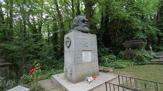 Karl Marx Grave>