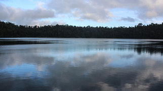 Lake Eacham (Queensland)>