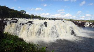 Llovizna Falls>