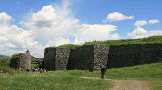 Лорийская крепость>