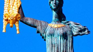 Medea statue>