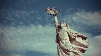 Mother Albania (statue)>