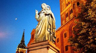 Nicolaus Copernicus Monument in Toruń>