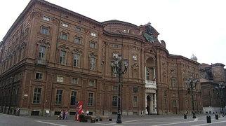 قصر كارينيانو>
