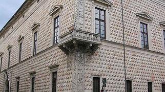 Palazzo dei Diamanti>