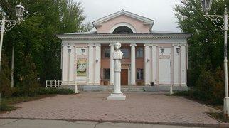Памятник  А.С. Пушкину (Волжский)>