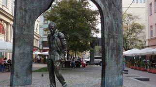 Памятник Булату Окуджаве>