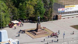 Памятник Чернышевскому (Саратов, площадь Чернышевского)>