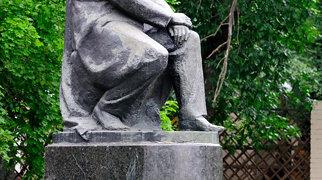 Памятник И. С. Тургеневу>