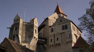 Pernštejn Castle>