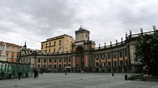 Piazza Dante (Nápoles)>