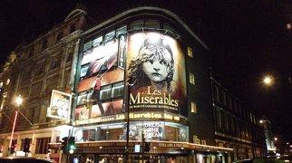 Queen's Theatre>