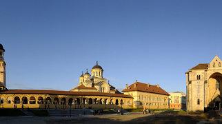 Katedrála svatého Michaela (Alba Iulia)>