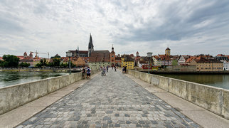 Stone Bridge (Regensburg)>