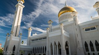 Sultan Omar Ali Saifuddin Mosque>