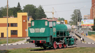 Tank locomotive 9P 742 as monument>