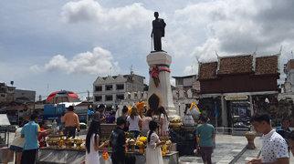 Thao Suranari Monument>
