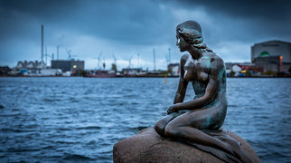 The Little Mermaid (statue)>