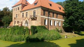 Zamek w Oporowie>